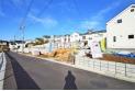 【外観】販売現地全景(2020年11月撮影) 小学校徒歩圏内でお子さんにも優しい環境です。