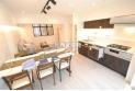 【居間】明るい色合いのリビングは、コントラストを意識することでスタイリッシュな空間を創造できます。(家具・調度品は価格に含みません。)