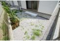 【内観】【庭】ガーデニングも楽しめる広さのお庭、砂利・芝生がすでに敷かれているため雰囲気良好です!