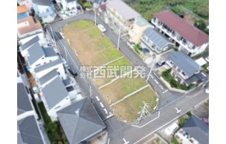 【外観】上空からの販売現地全景(2020年08月撮影) 南東北の3方向角地という魅力的な区画です。