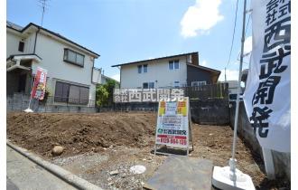 【外観】販売現地(2021年6月撮影) 西武新宿線「東村山」駅徒歩8分と通勤・通学しやすい立地。