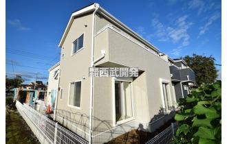 【外観】陽光に照らされて輝く素敵な邸宅。陽当たり良好です!
