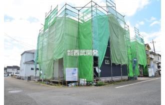 【外観】【現地全景】今しか見れない構造部分!地震にも耐えられるように一生懸命建築中です。